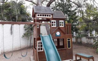 Children Cancer Screening Center Puerto Vallarta Febrero de 2017 barnizó el patio de recreo. February 2017 varnished the playground.