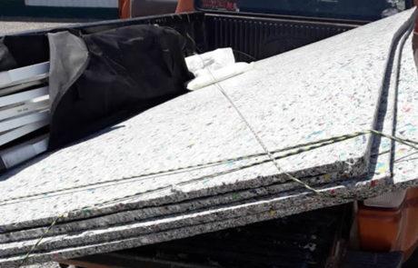 Recycled plastic sheets for slides, park benches and picnic tables for the parks. Hojas de plástico reciclado para toboganes, bancos de parque y mesas de picnic para los parques